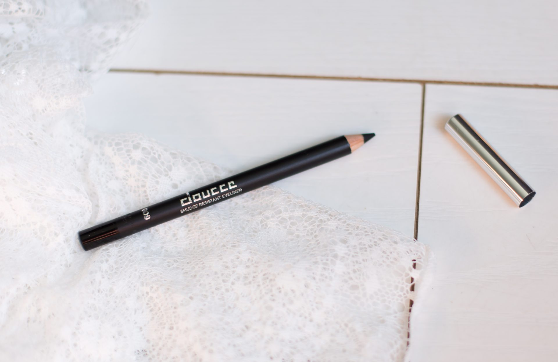 Doucce Smudge Proof Eyeliner - StyleTone juli box